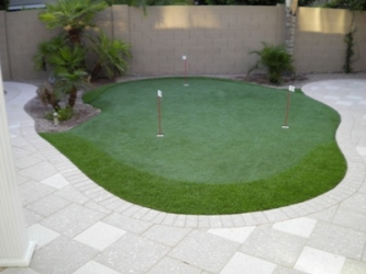 Phoenix Backyard Outdoor Putting Green