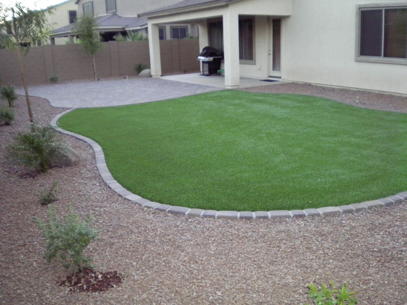 Fake Grass Backyard Ideas : Artificial turf is also an excellent option where cost plays a major