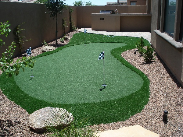 Custom Putting Greens for Backyards by Dream Retreats on Backyard Putting Green Designs id=18873