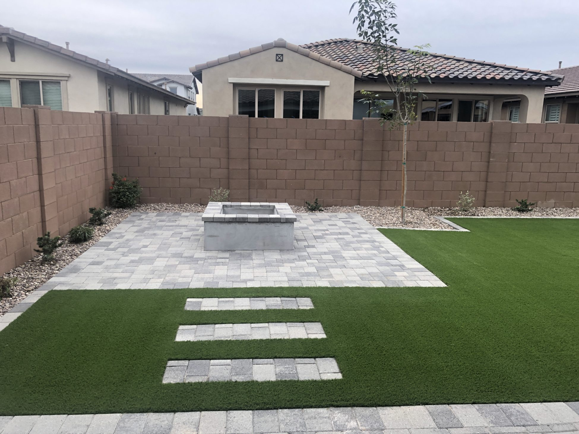 Check It Out! Outdoor Putting Green In Arizona Backyard ... on Backyard Patio With Firepit id=98369